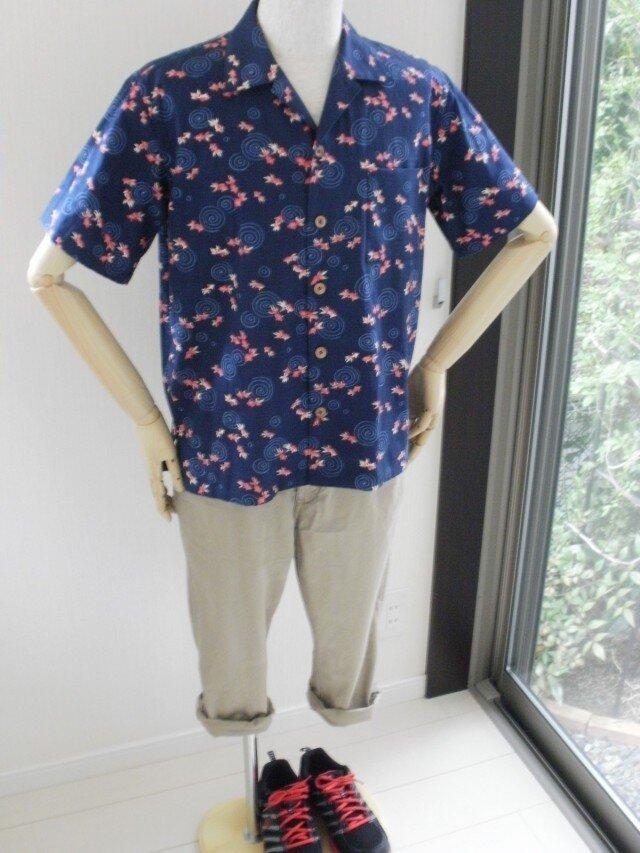 和柄金魚のアロハシャツ Mサイズの画像1枚目