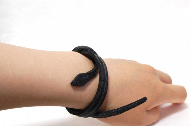 革の蛇ブレスレット/オブジェ (黒:ブラック)の画像1枚目