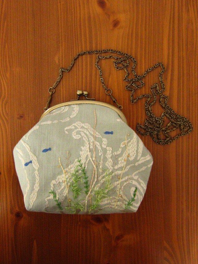 手刺繍・がまぐちポシェット(海の中②)の画像1枚目