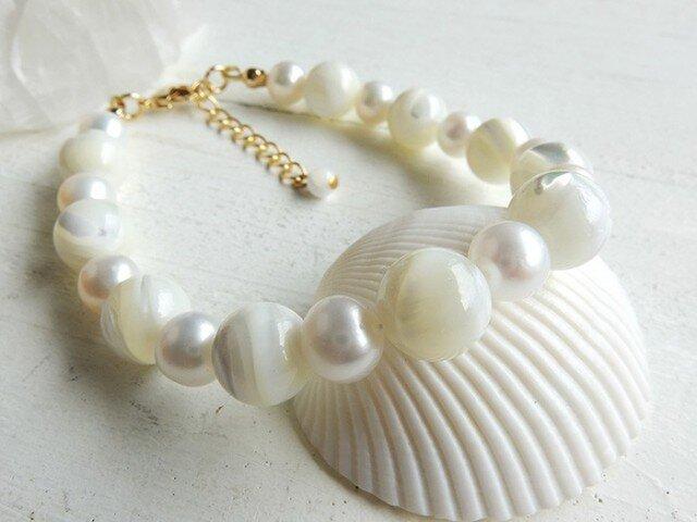 【再販】*angelic white* ~天然石ブレスレットの画像1枚目
