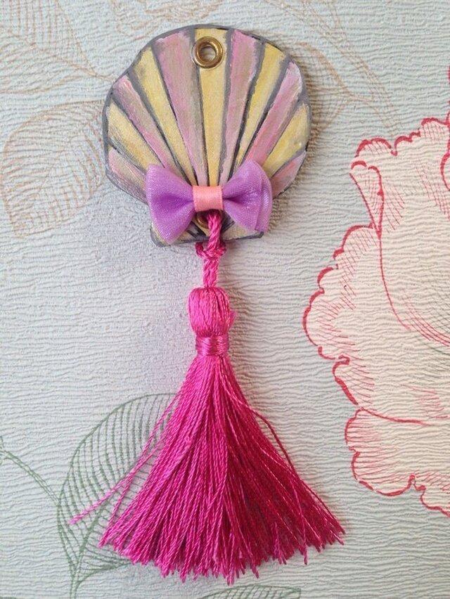 手描きのシェルのヌメ革タッセルバッグチャームの画像1枚目