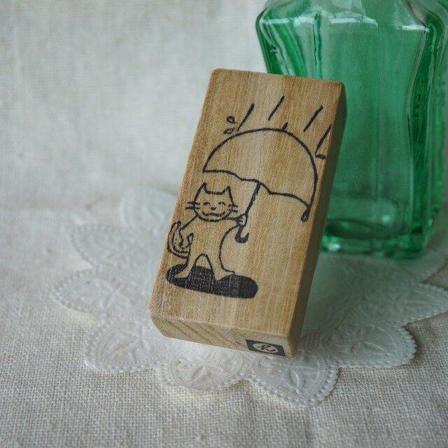 余白にメッセージが書けるはんこ・傘とネコさんの画像1枚目