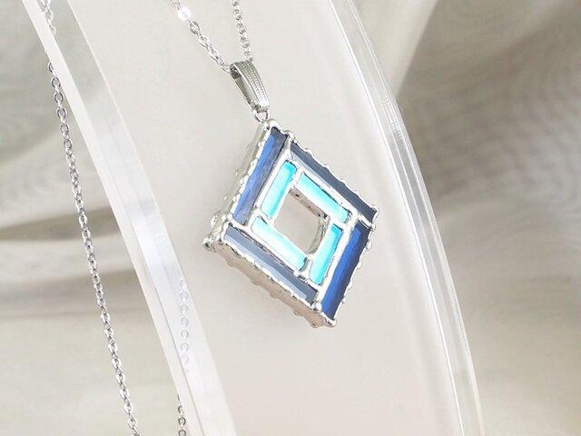 正方形の細密ステンドグラスのペンダントの画像1枚目