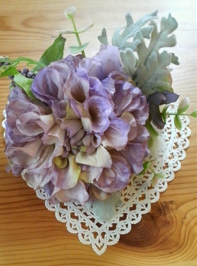 薄紫のダリアの淡いコサージュ/ブローチの画像1枚目