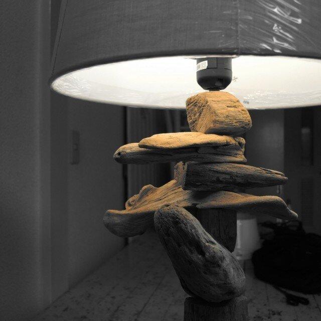 ISLAランプ#1:香りのある屋久杉の流木で作ったフロアスタンドの画像1枚目