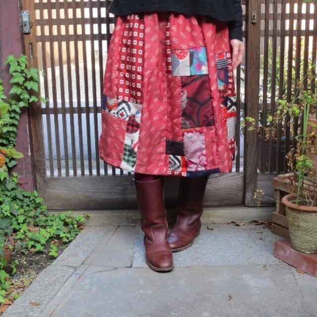 銘仙リメイク☆赤地の着物をいっぱい集めて♪シック布もプラスしての画像1枚目