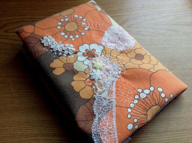 昔の外国布にちくちくステッチ - 文庫本サイズブックカバーの画像1枚目