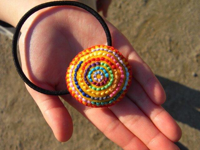 カラフル刺繍のヘアゴム(きいろ)の画像1枚目