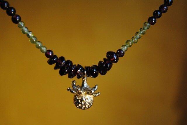 ひと粒の野いちごガーネットネックレスの画像1枚目