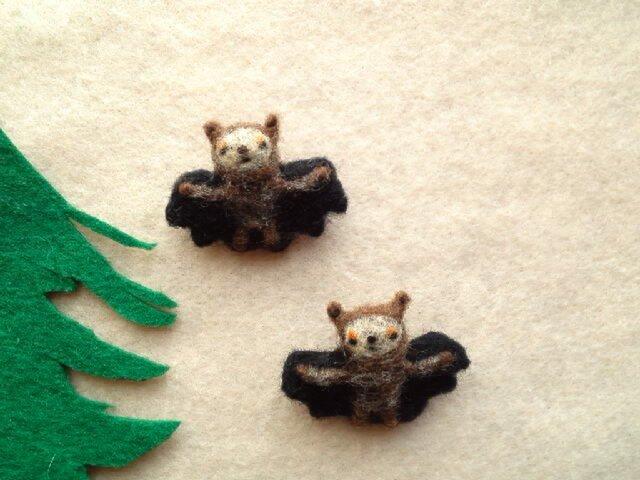 【I様売約済み】2匹のいねむりコウモリのブローチの画像1枚目