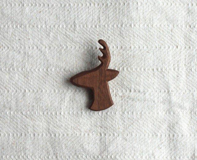 ブローチ 『鹿』 ブラックウォールナット材の画像1枚目