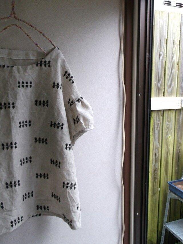 刺繍リネンパフ袖ブラウスの画像1枚目