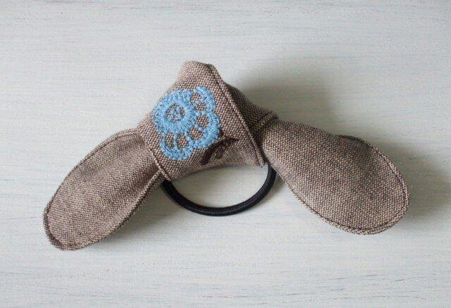 水色花刺繍のヘアゴム 茶の画像1枚目
