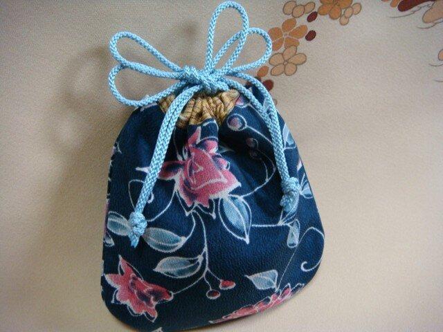小さな絹の巾着 藍色唐草の画像1枚目
