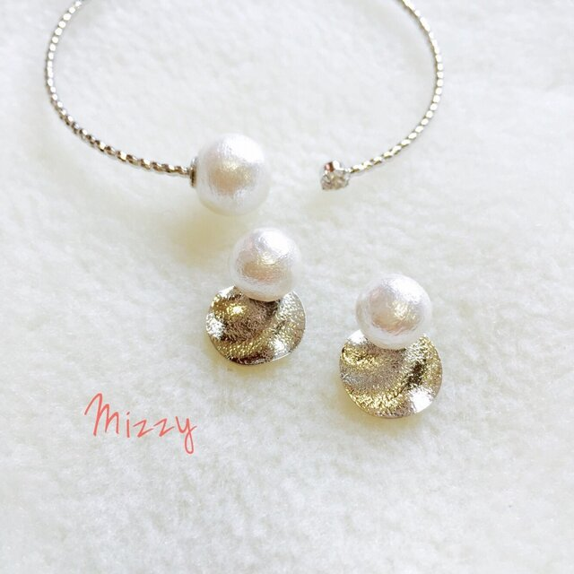ピアスとバングルのセット silver pearlsの画像1枚目