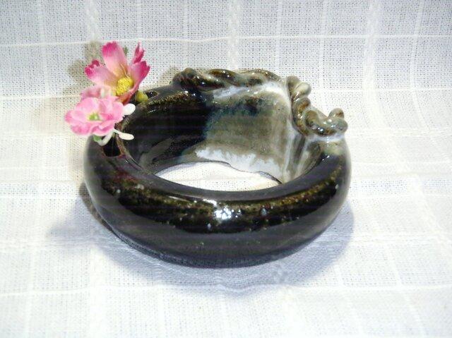 不思議なリング花瓶の画像1枚目