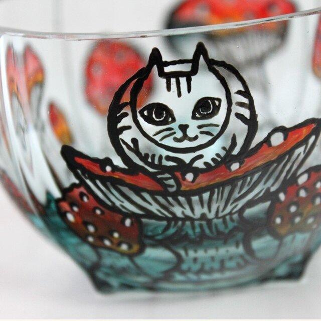 キノコと猫シリーズ・ティーカップ/香箱座りの猫とキノコの画像1枚目