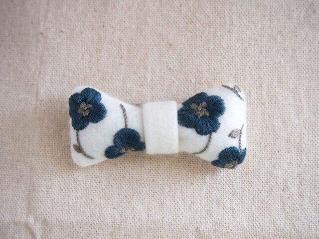 <受注制作>ribbon brooch / 花柄blueの画像1枚目