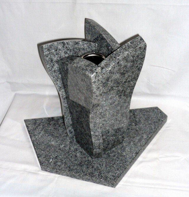 石の花瓶の画像1枚目