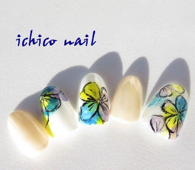 強く美しく・・・大胆で艶やかな花のネイルアート/青系の画像1枚目