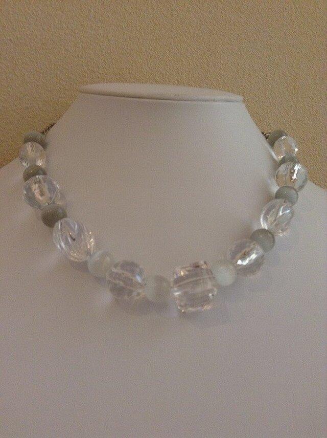 透明のネックレスの画像1枚目