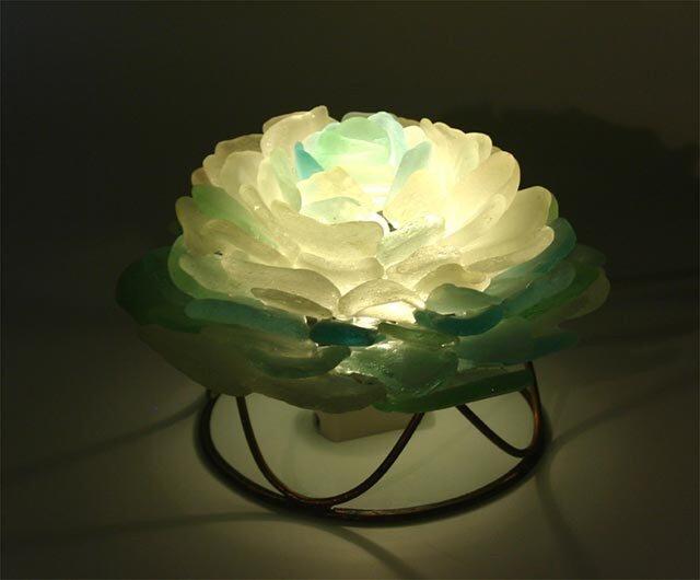 壁付、机上置き花びらのランプ-8の画像1枚目