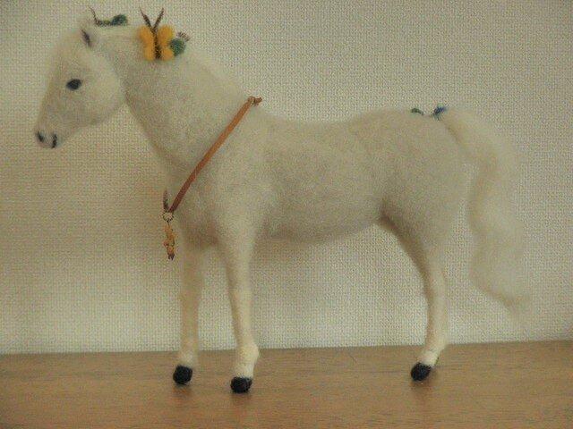 フェルトの馬 芦毛 幸せを運ぶ馬の画像1枚目