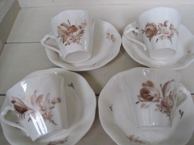 草花のカップ&ソーサーセット1の画像1枚目