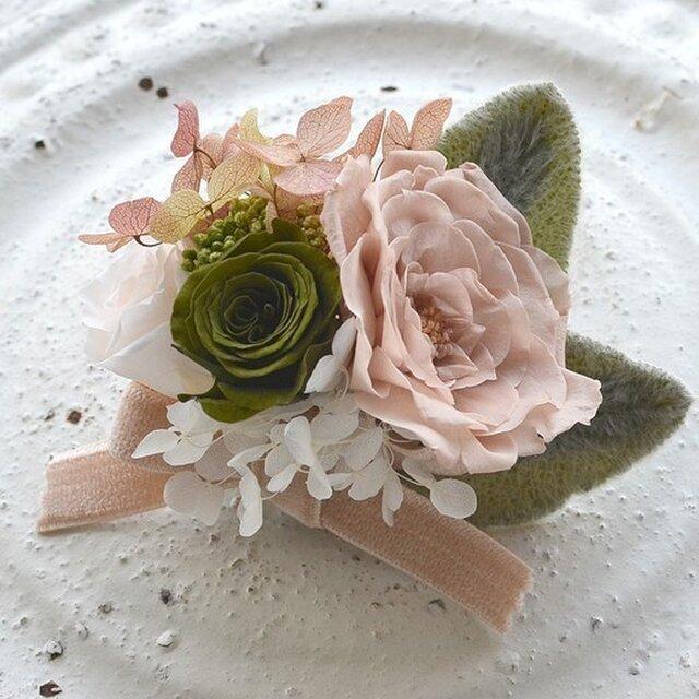 【ベージュモスグリホワイト】コサージュピン バラ アジサイ プリザーブドフラワー 発表会 結婚式 卒業式 入学式 ヘッドドレスの画像1枚目