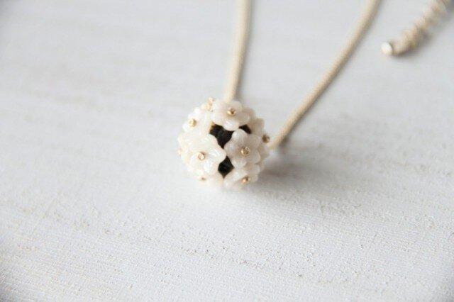 *白いお花のネックレス*NB15-3の画像1枚目