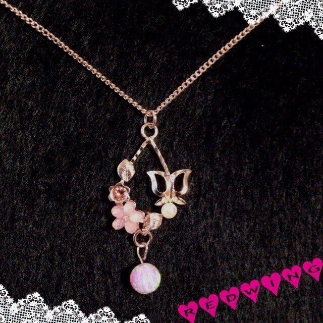 可愛いお花のネックレスの画像1枚目