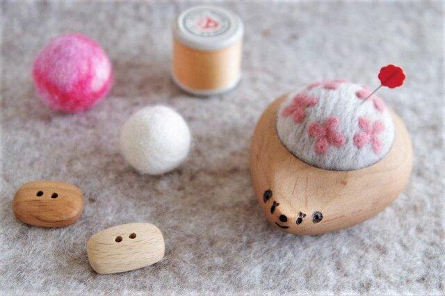 ハリネズミの羊毛ピンクッション【針山】 Hana-Hana ピンクの画像1枚目