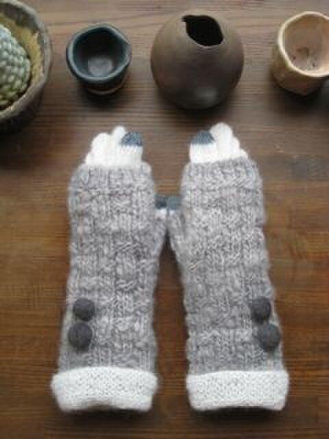 うさみみ    (グレー指なし手袋+モヘア5本指手袋)の画像1枚目