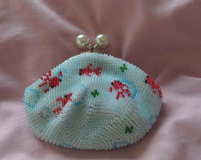 <再出品>ビーズ編みがま口財布 金魚柄(水色丸玉)の画像1枚目