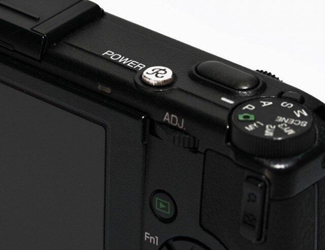 コンパクトデジカメ用電源ボタン・イニシャルの画像1枚目