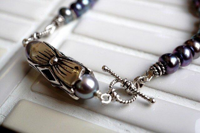大粒ボタン型ピーコックパールのネックレスの画像1枚目
