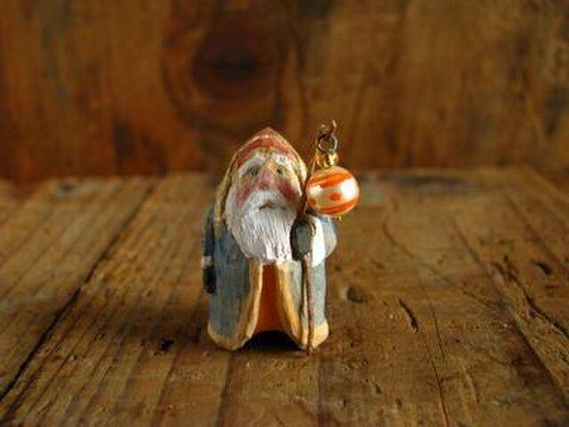 木彫り 小さな小さなサンタクロースの画像1枚目