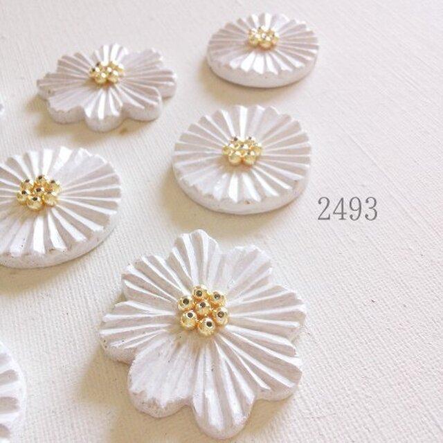 白いお花のブローチ(ゴールドビーズ)の画像1枚目