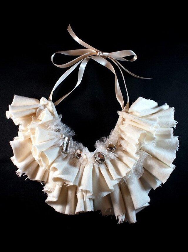 White frill collarの画像1枚目