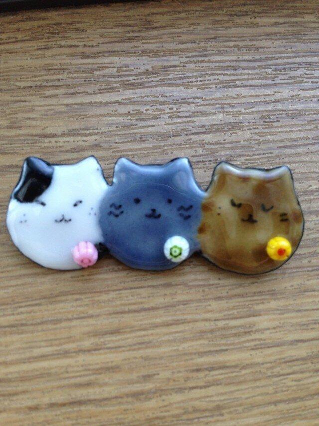 七宝 3連玉猫ブローチの画像1枚目