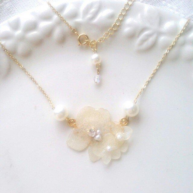 白紫陽花ネックレスの画像1枚目
