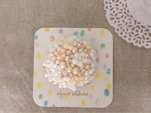petit flower brooch(white)の画像1枚目