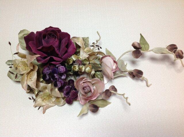 深紅の薔薇とぶどうの壁掛けの画像1枚目