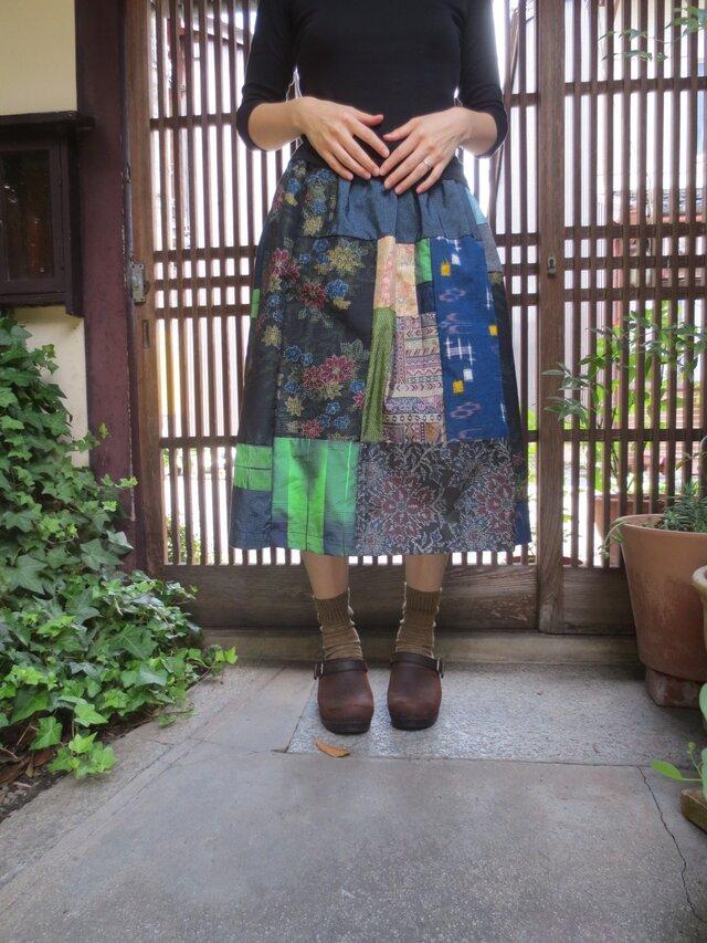 着物リメイク☆紺や緑の紬をいっぱいパッチ!可愛い大人スカート♪の画像1枚目