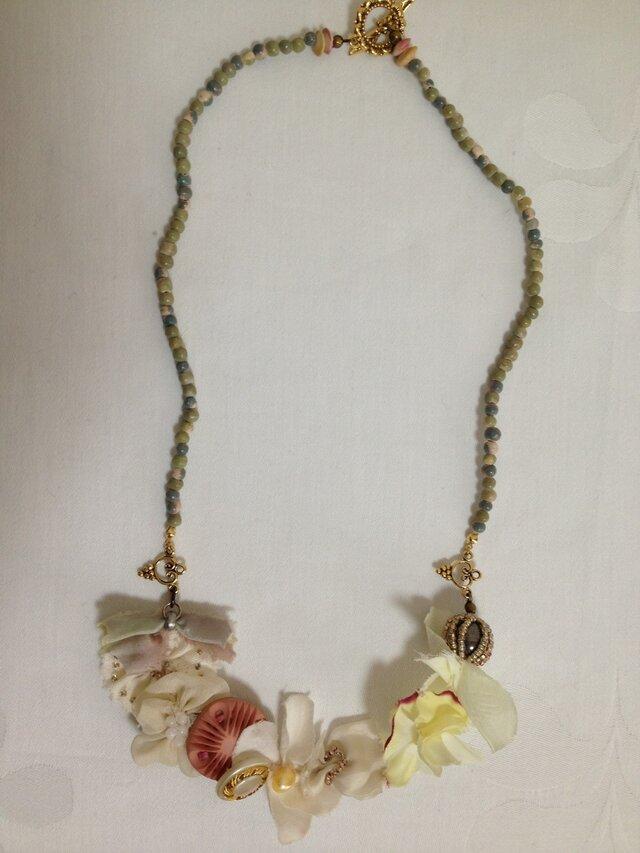 花束のネックレスの画像1枚目