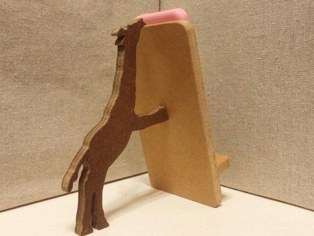 キリンが支える携帯・スマホスタンド ナチュラルの画像1枚目