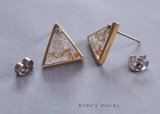 三角の金・銀箔レジンピアスの画像1枚目