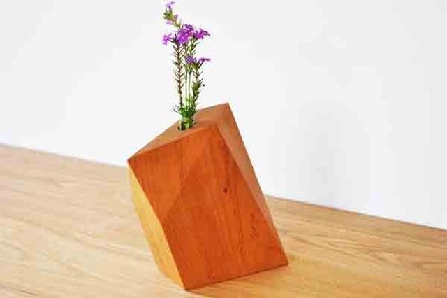 ケヤキの花飾り木の画像1枚目
