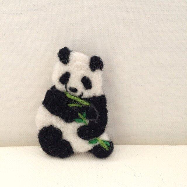 笹食むパンダ 刺繍ブローチ・改の画像1枚目