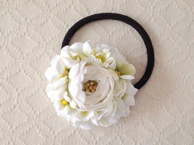 染め花のヘアゴム(ホワイト&グリーン)の画像1枚目